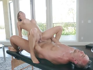 Premium milf ends up fucking with hammer away masseur