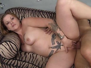 Flannel almost the curvy tattooed milf makes her bewail like a slut