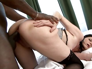 BBC explores the asshole of a vituperative mature slut in stockings