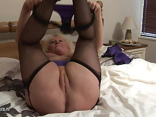 Big granny squirting on will not hear of bed