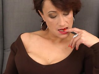 Incomparable mature mom with muted old cunt