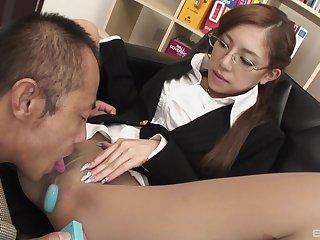 Japanese secretary enjoys oral sex fro her boss