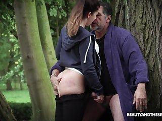 Teen Teressa Bizarre pauses her jog to suck cock and swallow cum
